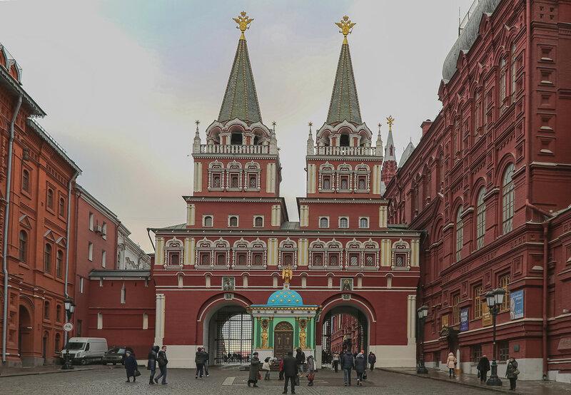 Воскресенские ворота и часовня Иверской Богоматери.jpg