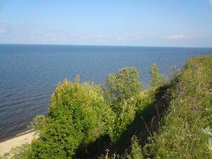 Отдых на крутом берегу озера Ильмень в Новгородской области
