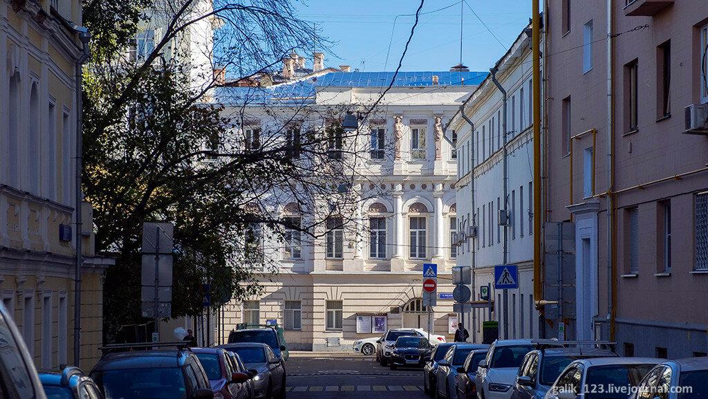 Два дома по Большому Кисловскому переулку
