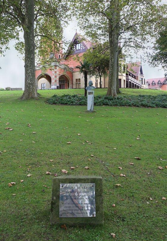 Доностия-Сан-Себастьян. Дворец Мирамар. Palacio de Miramar.  Памятник Каталине Эрасо (Catalina de Erauso)