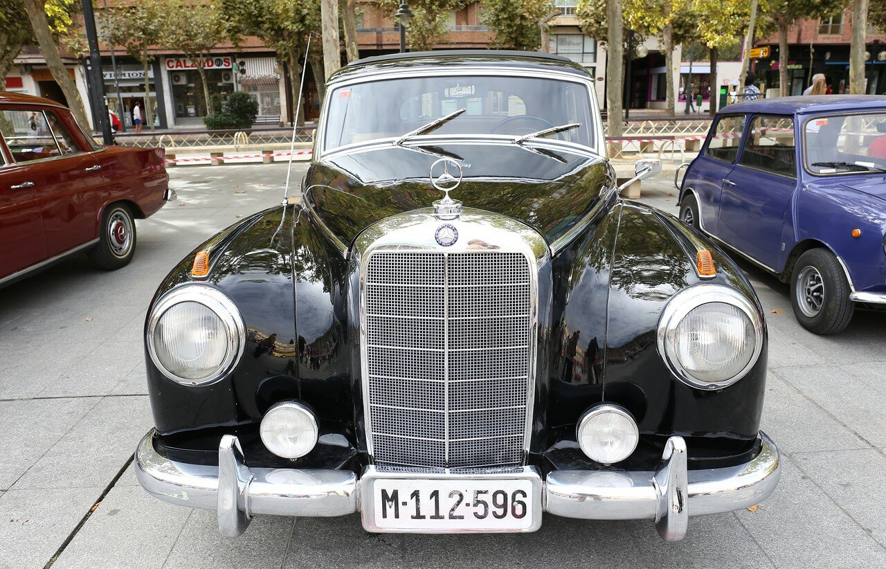 Парад ретроавтомобилей в Логроньо. Mercedes W186