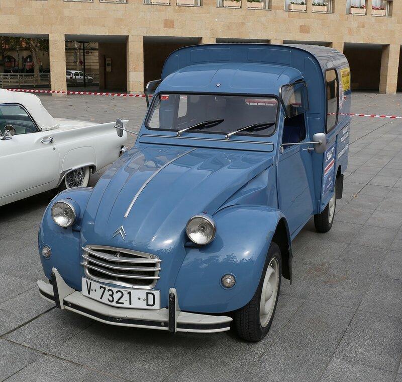 Парад ретроавтомобилей в Логроньо. Citroën 2CV