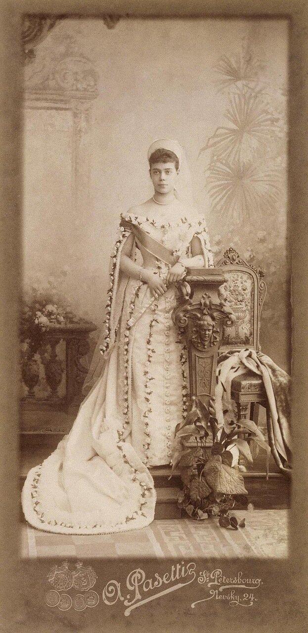 Портрет великой княжны Ксении Александровны в придворном платье