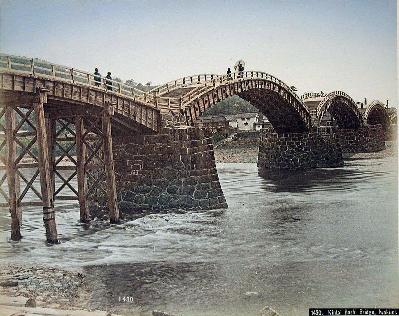 Ивакуни. Деревянный арочный мост Кинтай над рекой Нисики