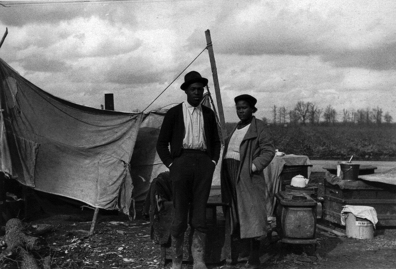 1939. Январь. Изгнанные издольщики на шоссе 60, Новый Мадрид, Миссури