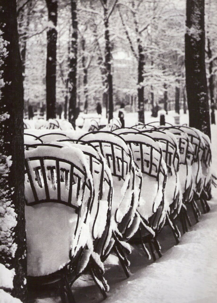 1953. Стулья в Люксембургском саду зимой
