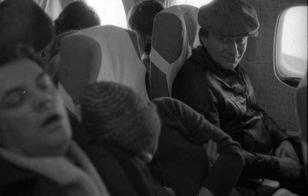 Александр Ширвиндт, Андрей Миронов, Лариса Голубкина в самолёте. Автор Арутюнов Виталий, 1970.jpg