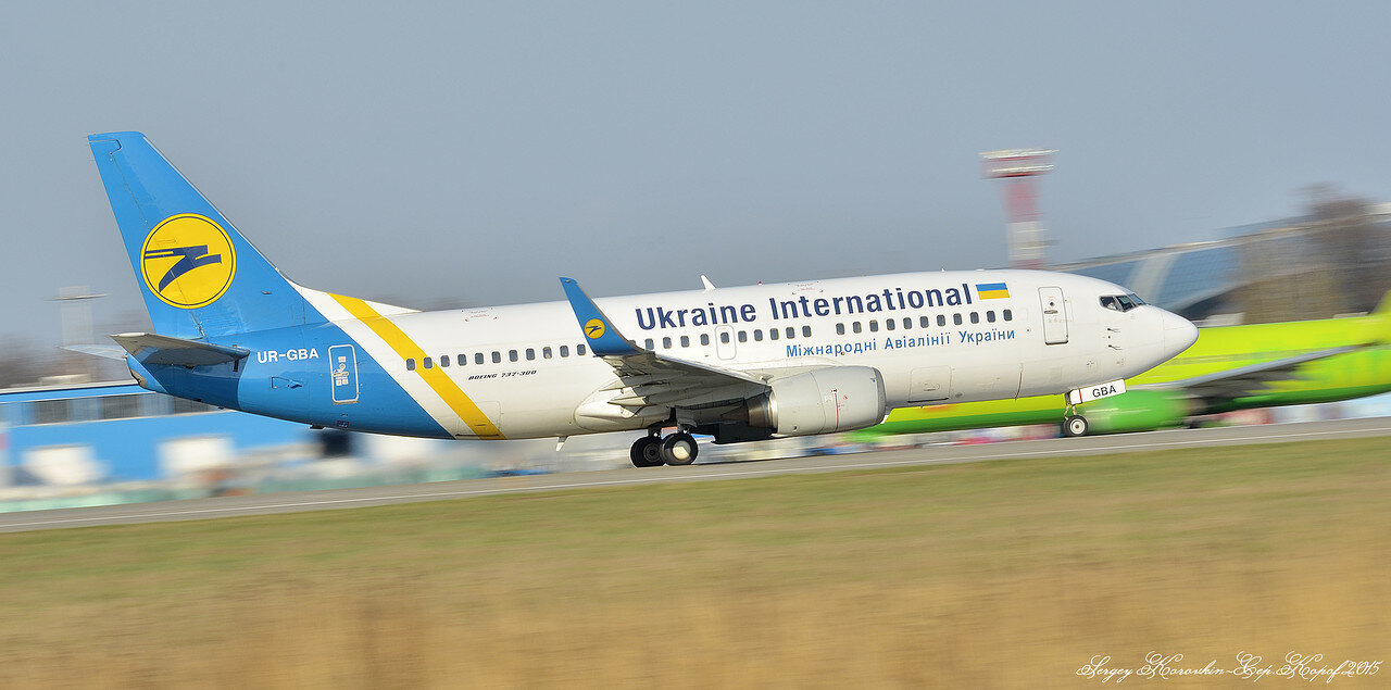 UR-GBA Boeing 737-36N Ukraine International Airlines