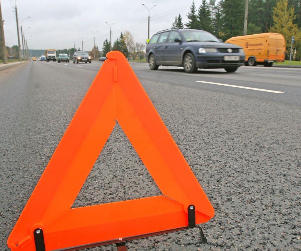 В Мозыре перевернулся BMW: водитель сбежал, пассажир умер