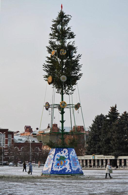 Установка новогодней ёлки, Саратов, Театральная площадь, 02 декабря 2014 года