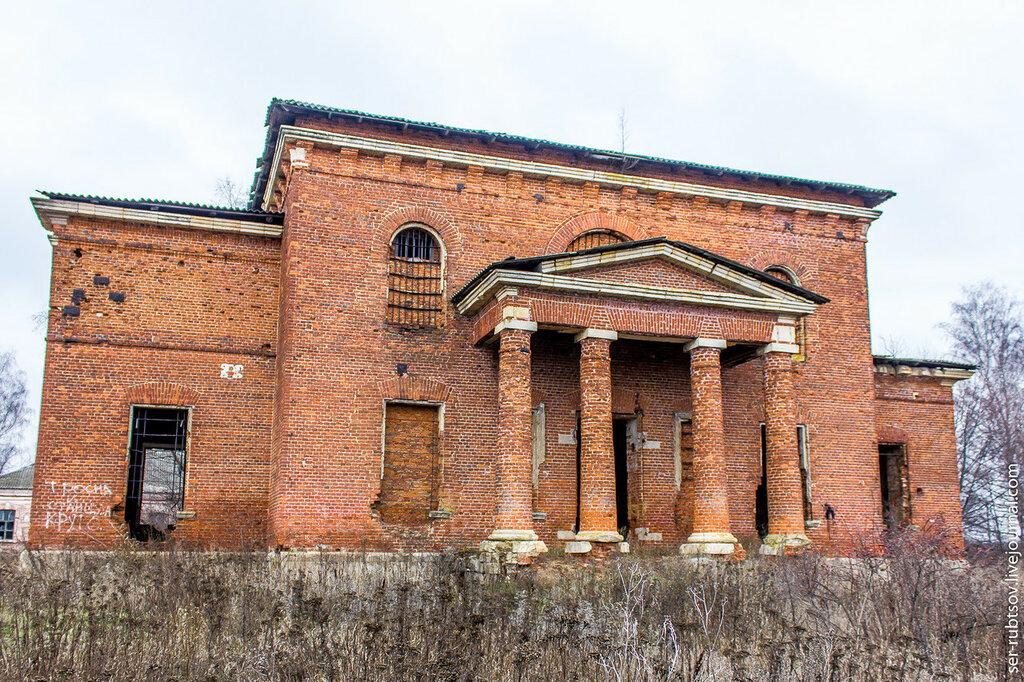Кирпичный храм в Головеньках