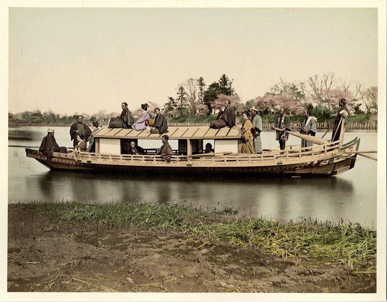 Лодка на реке Сумида