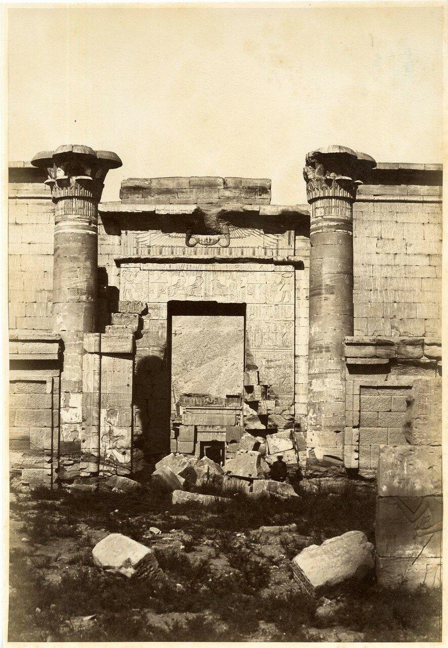 Фивы, Ворота храма Тутмоса