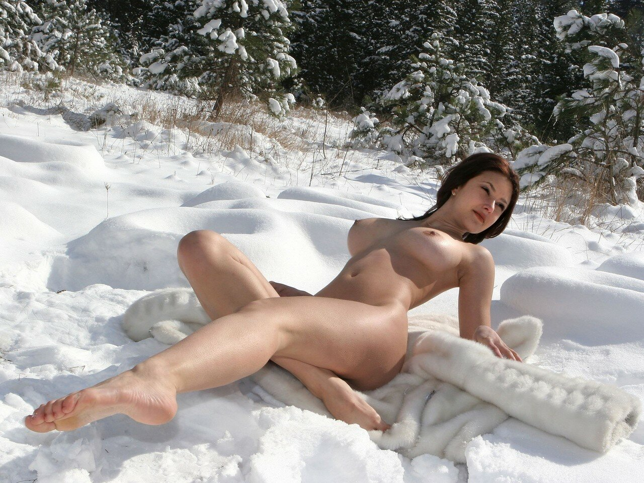 как потаскушки на снегу онлайн сперва мне