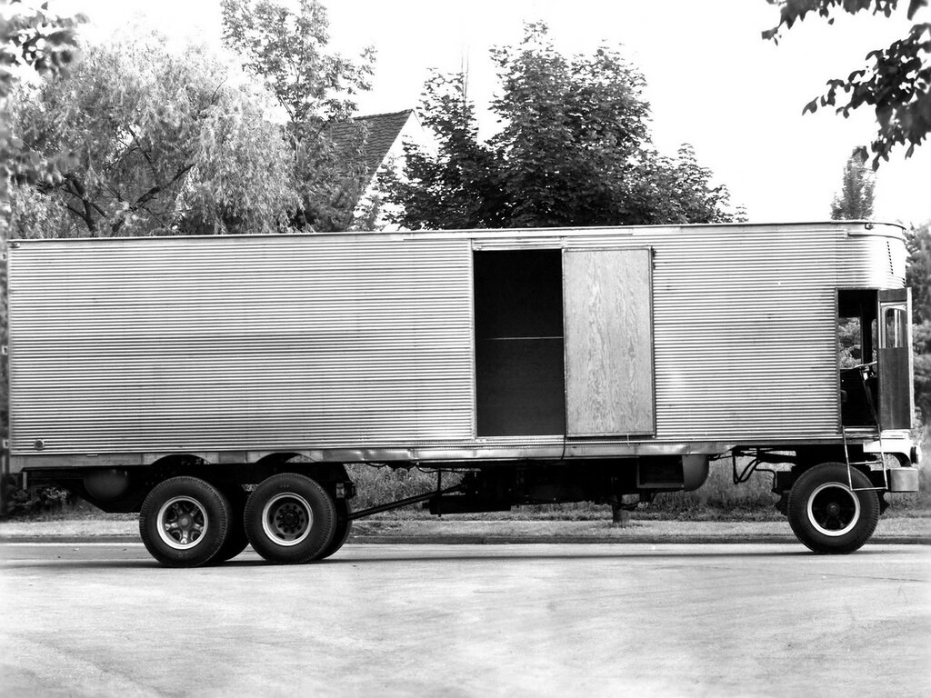 Fageol TC CargoLiner '1950 4.jpg