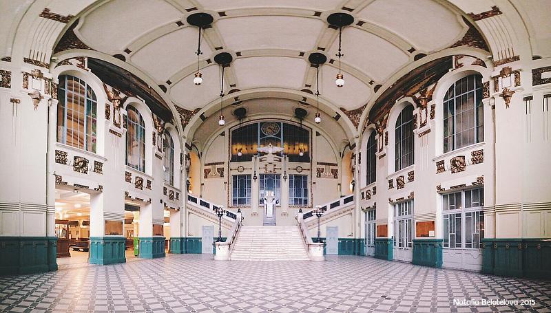 Витебский вокзал в момент, когда в нём никого, кроме фотографа нет