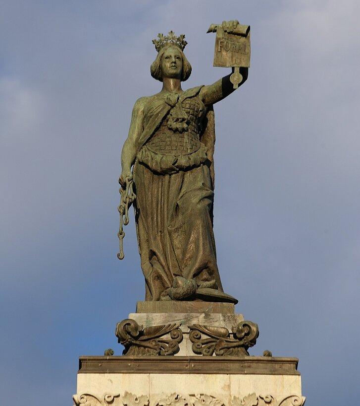 Памплона. Колонна Фуэрос (Monumento a los Fueros)