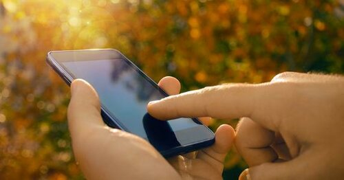 male-hands-using-smartphone-nature-background_573x300.jpg