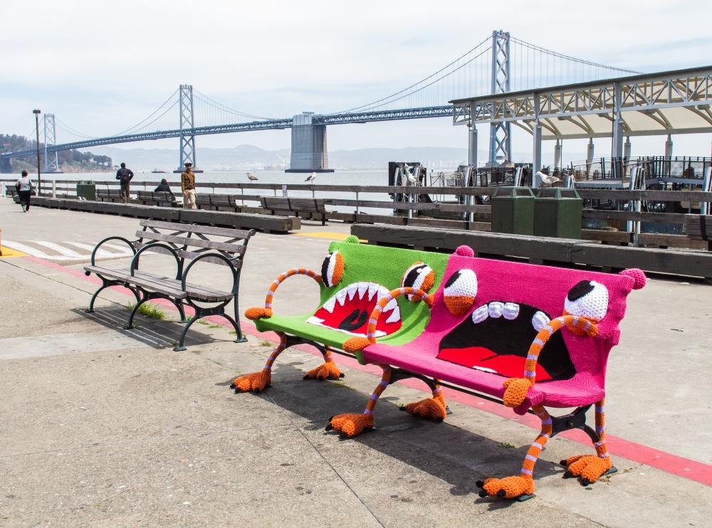 knitsforlife Скамейка, «вырастающая» изземли (Нью-Йорк, США)
