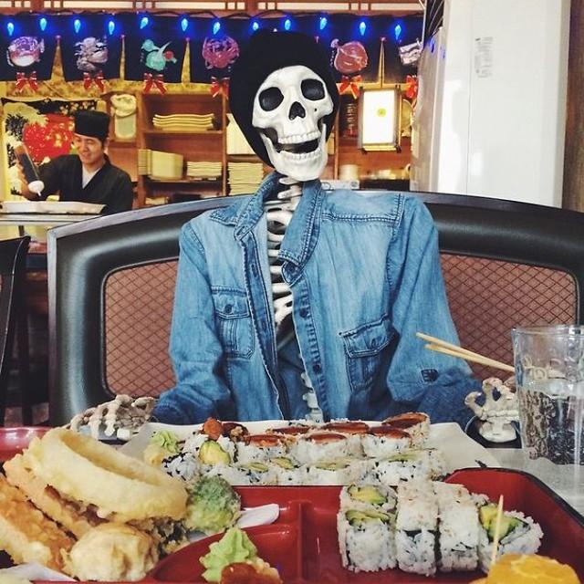 скелет-пародия-на-девушек11.jpg