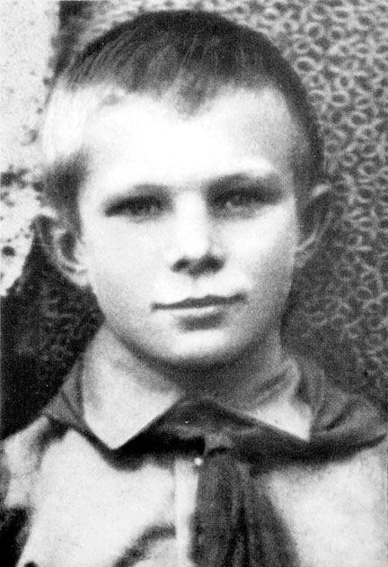 Учащийся Гжатской базовой школы Гагарин Юра