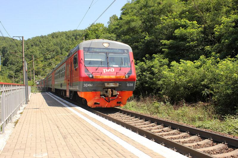 ЭД4М-1036 у платформы 1744 км перегона Чилипси-Кривенковская