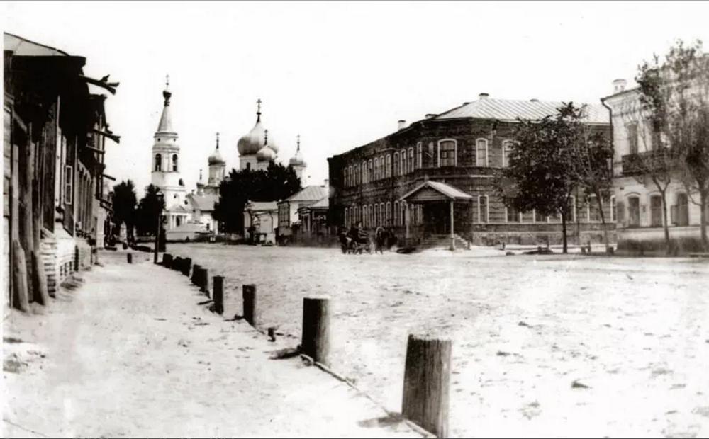 Никольская (Рождество-Богородичная) церковь. Женская гимназия