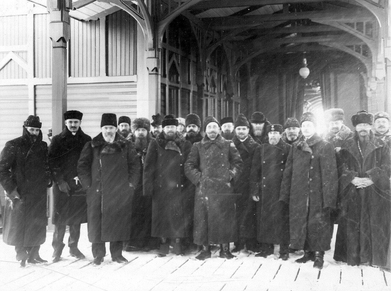 Группа депутатов Третьей Государственной думы, принятых императором Николаем II в Царском Селе, на вокзале