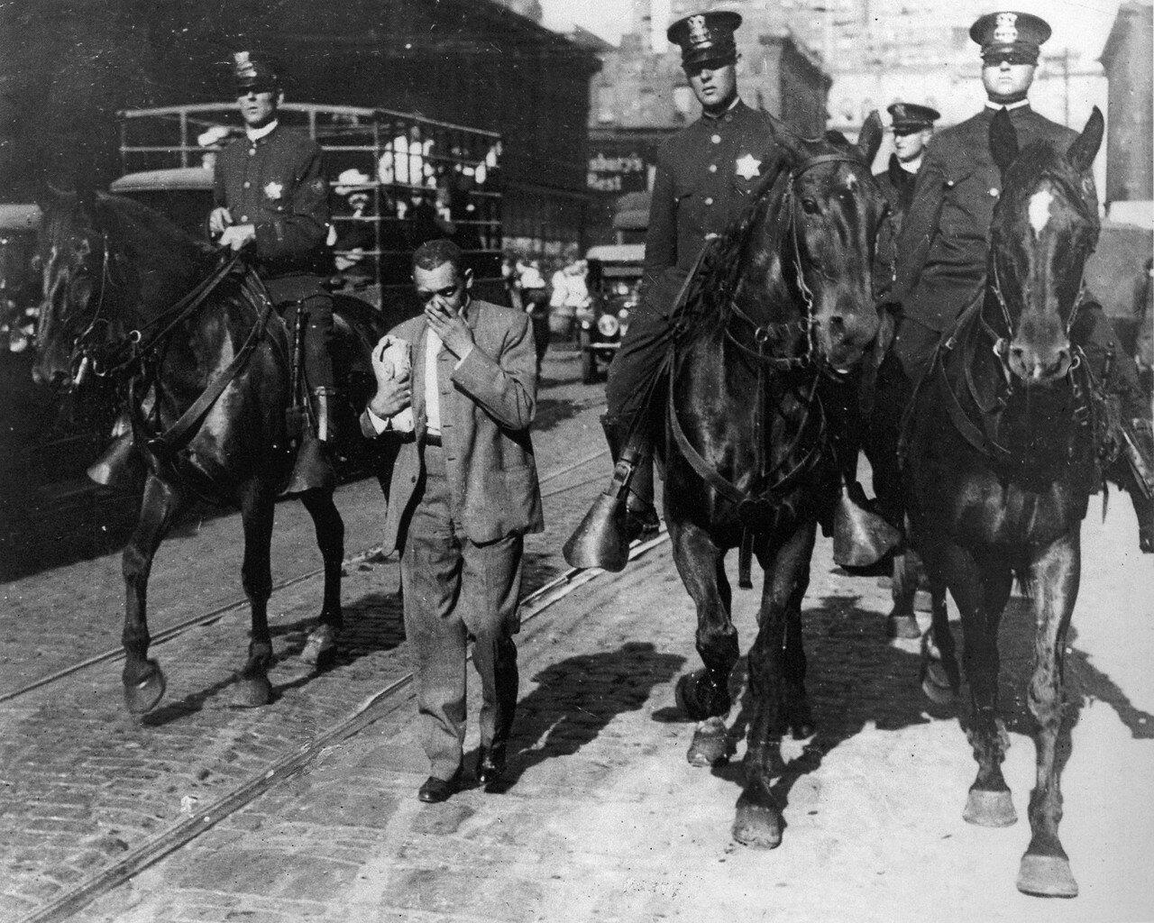 1919. Расовый бунт в Чикаго. 38 убитых, mболее 599 раненых
