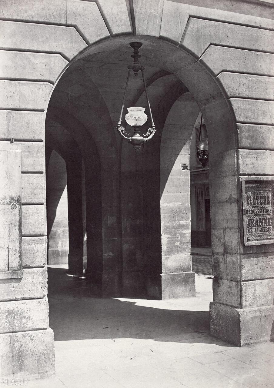 Устройство освещения, Одеон, 1868