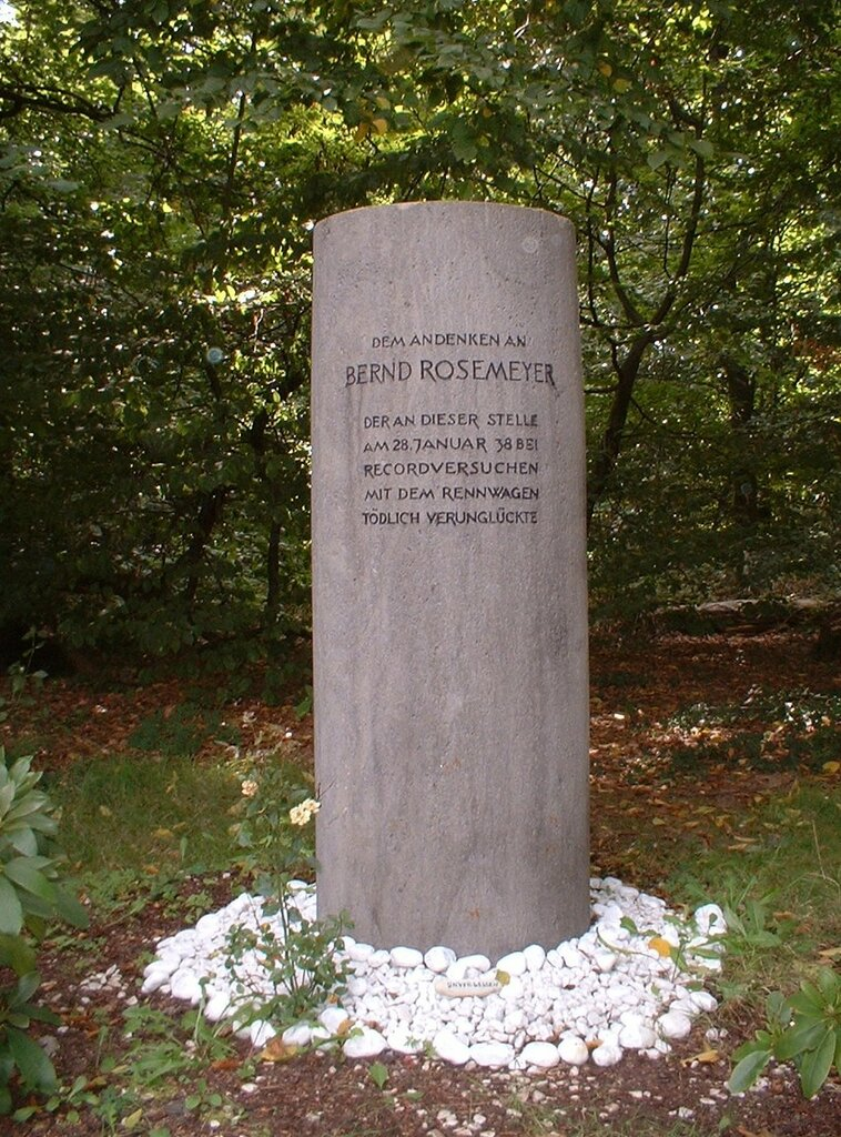 Bernd-Rosemeyer-Denkmal-3.JPG