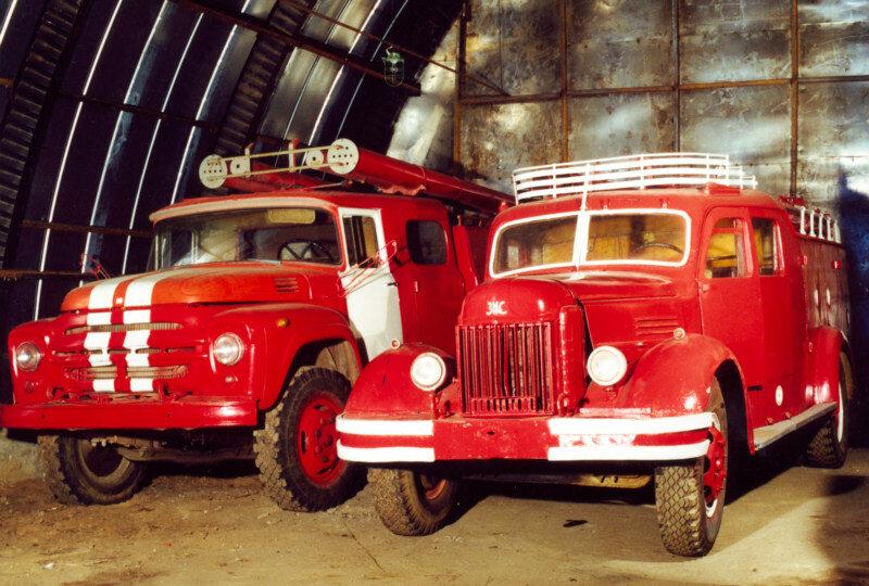 Пожарные автомобили на базе ЗИЛ-130 и ЗИС-150, СССР.jpg