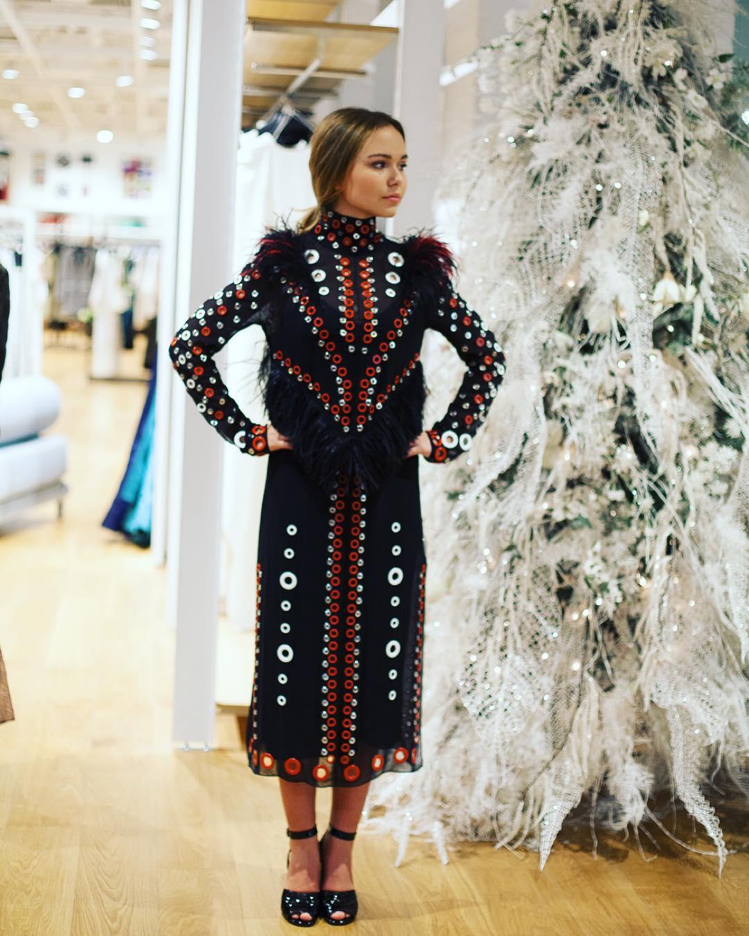 Стефания Маликова в платье за 10 000 евро