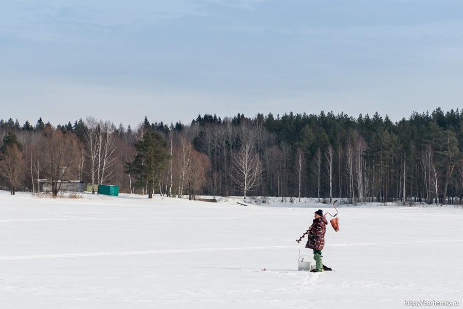 зимняя рыбалка на пруду протяжка