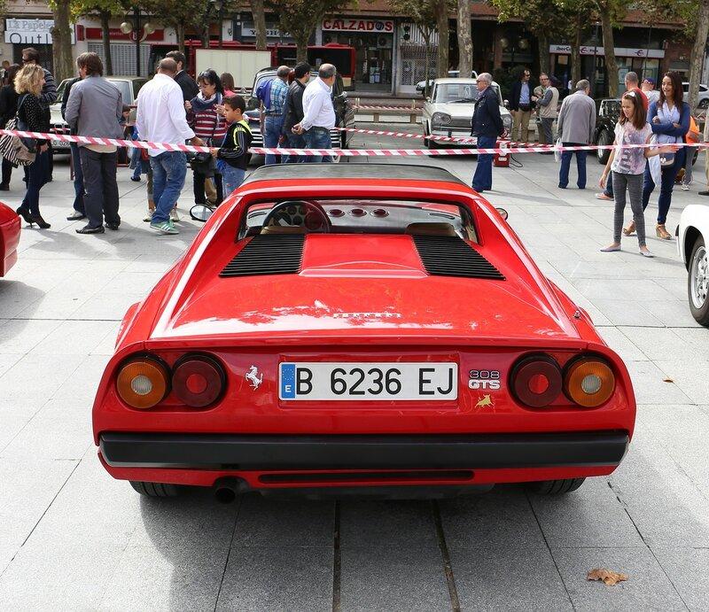 Парад ретроавтомобилей в Логроньо. . Ferrari 308 GTS