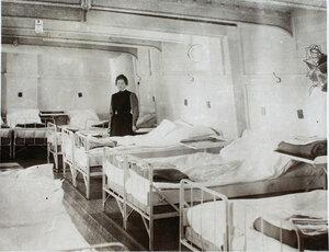 Вид части палаты № 2, подготовленной для приема больных.