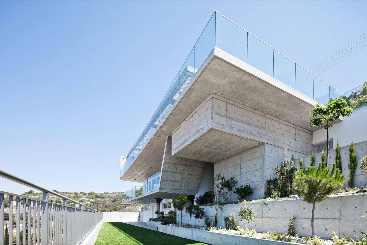 Vardastudio Architects & Designers, дом на склоне горы, особняк с видом на город, дома в пафосе, недвижимость на Кипре, дом с роскошным видом из окон