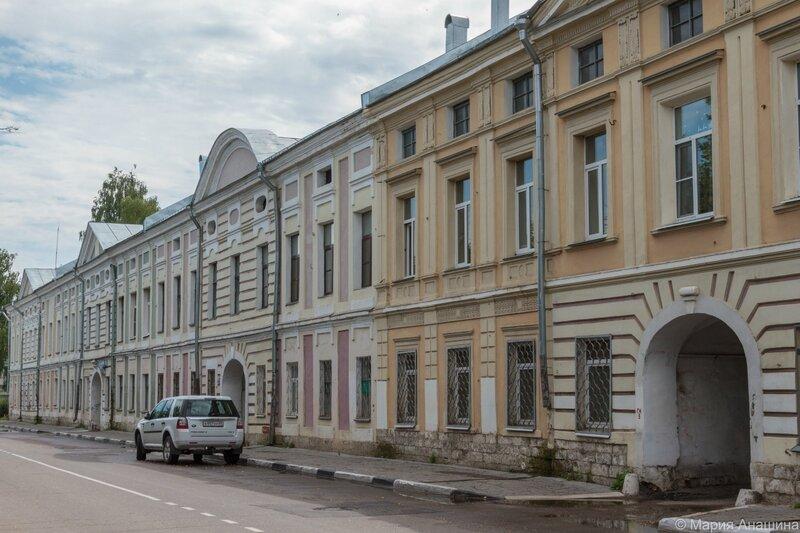 Старинная застройка набережной Степана Разина