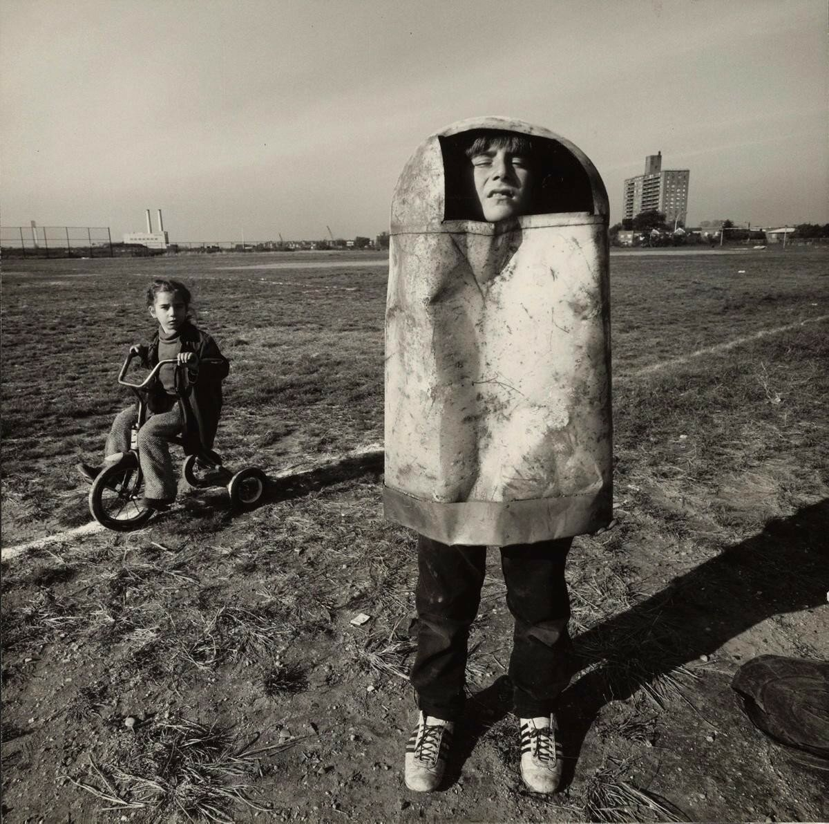 1970. Мальчик в мусорном ведре