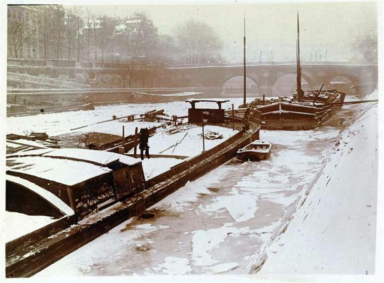1900. Сена, скованная льдом