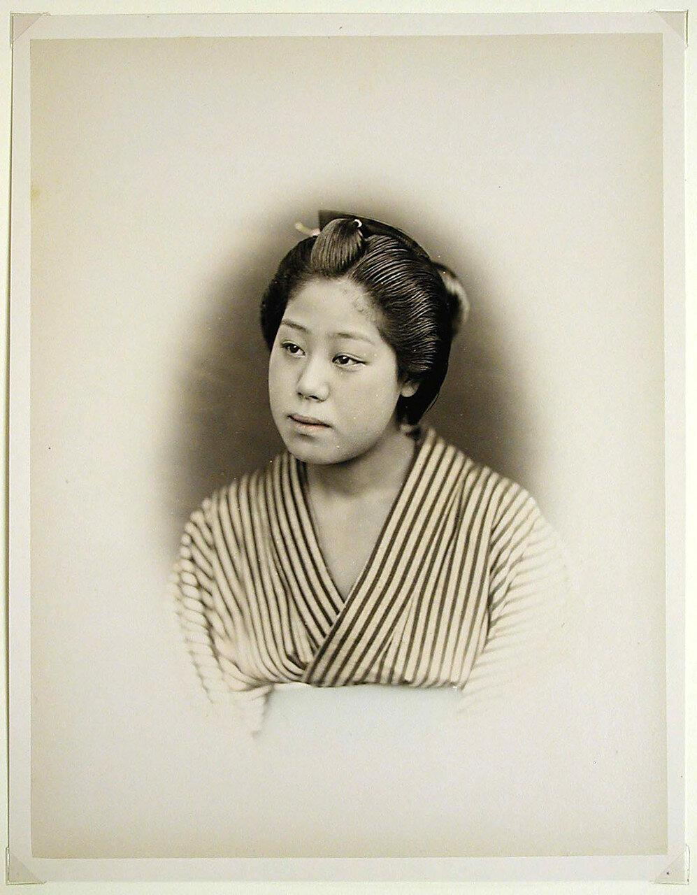 Девушка в кимоно. 1880-е