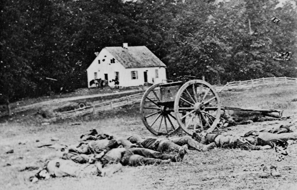 005 Civil War Battlefield – Mathew Brady (1862).jpg