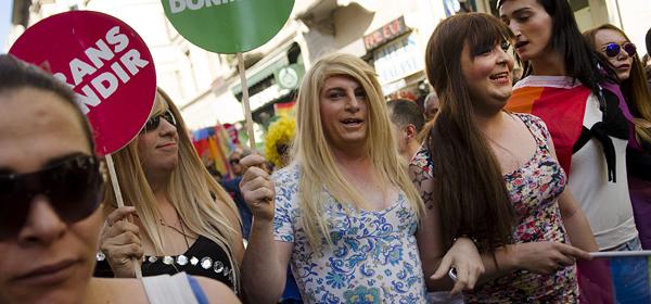 Транссексуалам за рулем не место - решили законники