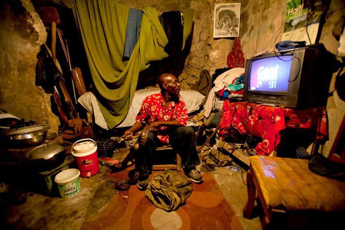 Сейнтилус Ресилус, гаитянский укротитель змей