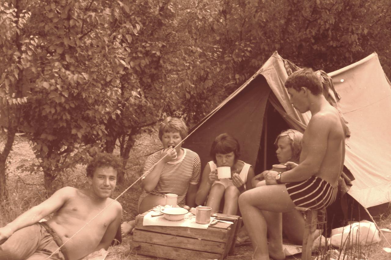 Секс оргия в пионерском лагере