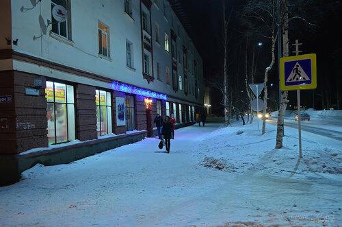 Фото города Инта №7392  Южная сторона Кирова 38 (бывший магазин