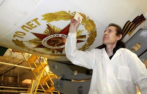 Праздничная символика на обтекателе космического корабля