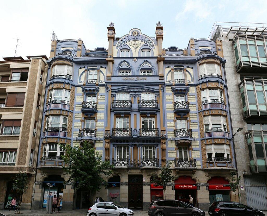 Bilbao. Edificio Guridi, art Nouveau house