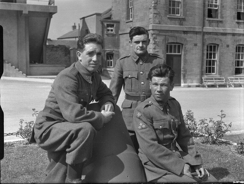 Солдаты на перекуре.
