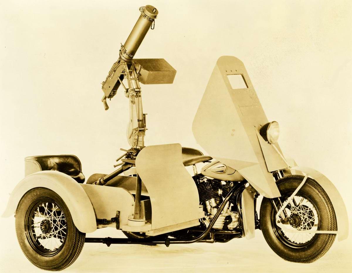 Станковый пулемет M1921 Browning, установленный на мотоцикле коляской марки Harley-Davidson